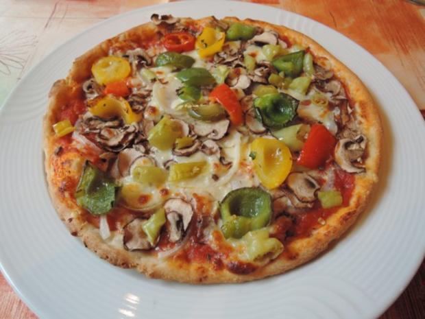 Vegan : Peperoncini - Pizza mit Käse - Rezept