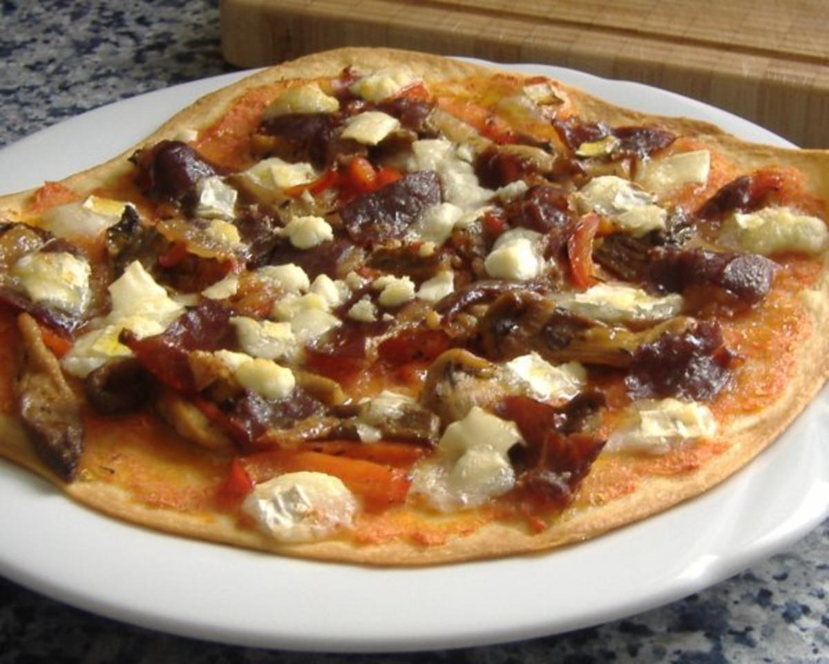 spanische pizza mit austerpilze paprika ziegenk se und iberico schinken rezept. Black Bedroom Furniture Sets. Home Design Ideas