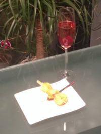 Cremant rose mit Hibiskusblüte - Rezept