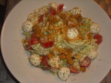 Gemischter Salat mit Joghurt Dressing - Rezept