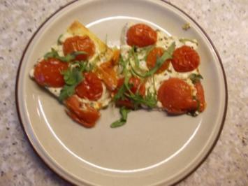 Flammkuchen mit Tomaten und Rucola - Rezept