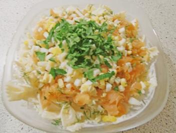 Pastasalat mit Räucherlachs und Dill - Rezept