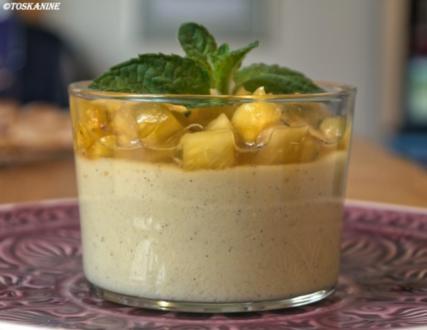 Kokospudding mit Ananas-Minz-Ragout - Rezept
