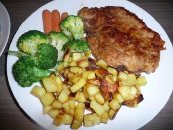 Kammkotelett an Bratkartoffeln, Broccoli und Mini - Karotten. - Rezept