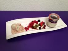 Fruchtiges Käseküchlein im Glas mit Erdbeer-Basilikum-Eiscreme - Rezept