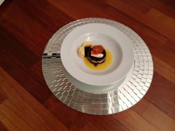 Lachstartar auf Belugalinsen an Orangensauce, dazu Ciabatta und Orangen-Chili-Butter - Rezept