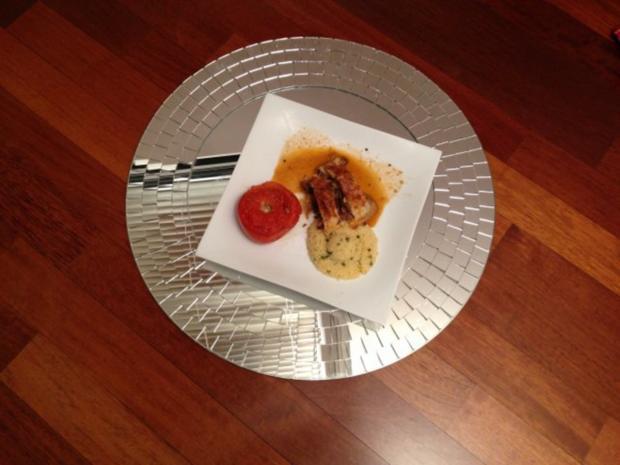 Lammfilet im Blätterteig mit Steinpilzfüllung, gefüllte Tomaten mit Gorgonzola und Kräuter - Rezept
