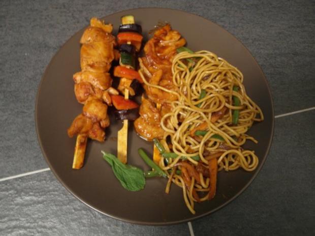 Philippinisches Pancit mit BBQ Spießen dazu ein Curry-Mango-Dip - Rezept