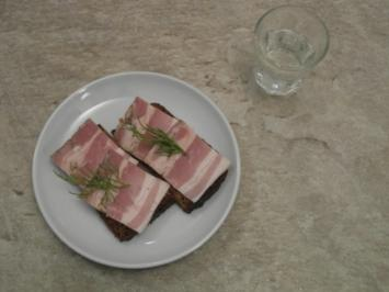 Milder ukrainischer Wodka und Schwarzbrot mit Knoblauchspeck - Rezept