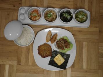 Kimchi, Bulgogi, Reis, Soja-Salat, Gurken-Salat, Seetang-Salat, Gemüse-Omelett, Kopfsalat - Rezept