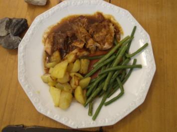 Alt-Eifeler Schweine-Schmorbraten mit Backkartoffeln und Rosenkohl - Rezept