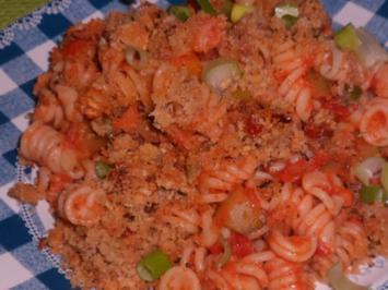 Rezept: Nudeln/Pasta: Spirelli in Tomaten-Speck-Soße überbacken mit Knusper-Parmesan-Streuseln