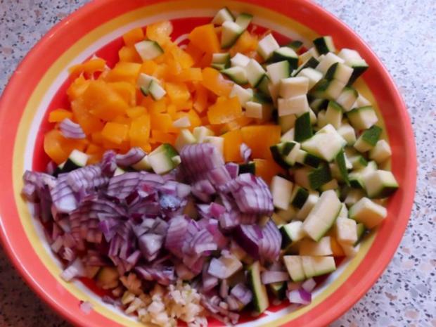 Nudeln/Pasta: Spirelli in Tomaten-Speck-Soße überbacken mit Knusper-Parmesan-Streuseln - Rezept - Bild Nr. 2