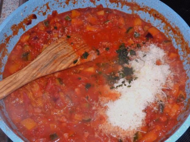 Nudeln/Pasta: Spirelli in Tomaten-Speck-Soße überbacken mit Knusper-Parmesan-Streuseln - Rezept - Bild Nr. 11