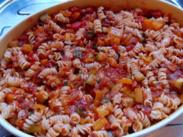 Nudeln/Pasta: Spirelli in Tomaten-Speck-Soße überbacken mit Knusper-Parmesan-Streuseln - Rezept - Bild Nr. 12