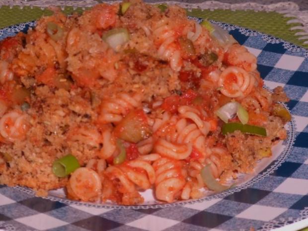 Nudeln/Pasta: Spirelli in Tomaten-Speck-Soße überbacken mit Knusper-Parmesan-Streuseln - Rezept - Bild Nr. 16