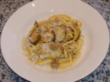 Maccaroni mit Zucchini,Zitronen und Walnüssen - Rezept