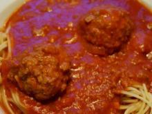 Fleischbällchen in Tomatensauce - Rezept