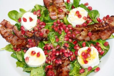 Feldsalat mit Bacon, Ziegenfrischkäse und Granatapfelkernen - Rezept