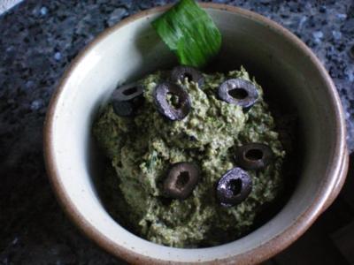 Dip: Anchovis-Olivendip mit Bärlauch - Rezept
