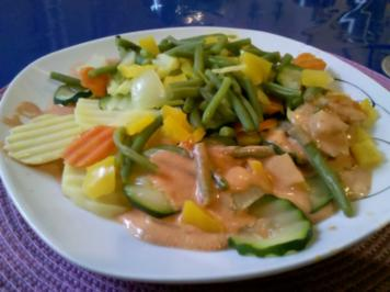 Rezept: Vegetarisch: Gedämpftes Gemüse mit käsiger Tomatensoße