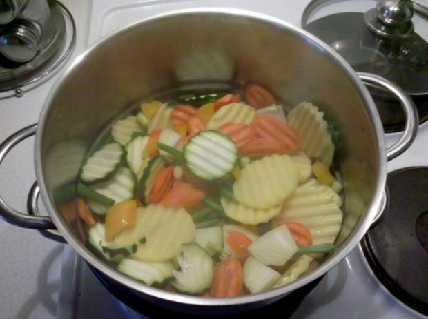 Vegetarisch: Gedämpftes Gemüse mit käsiger Tomatensoße - Rezept - Bild Nr. 4