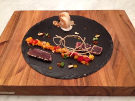 Nussiges Thunfisch-Surpreme auf Mangoragout und Garnele an Kokos-Chili-Fumet - Rezept