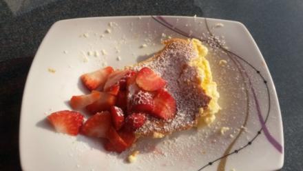 Schmandschnitte mit frischen Erdbeeren für 1 Aufflaufform Blitzkuchen - Rezept