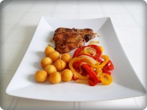 Schweinekotelett mit Kartoffelbällchen und Paprikasalat - Rezept - Bild Nr. 2