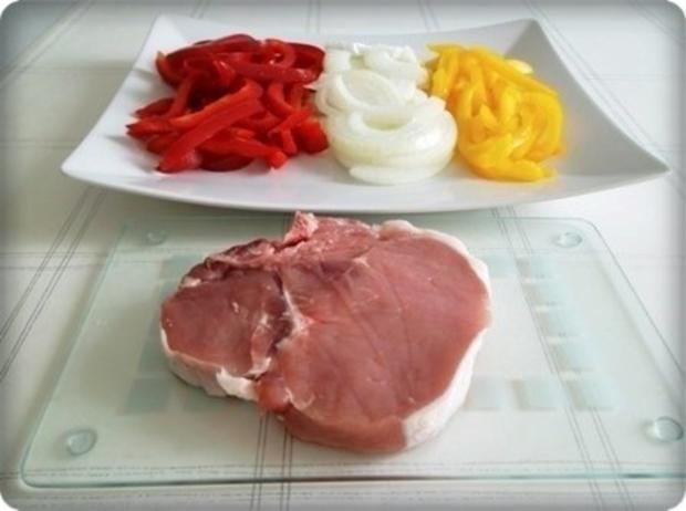 Schweinekotelett mit Kartoffelbällchen und Paprikasalat - Rezept - Bild Nr. 5