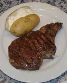Dry Aged Ochsenkotelett mit Backkartoffel - Rezept