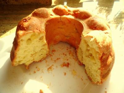Biskuit-Gugelhupf mit Apfel oder Birne; fettarmer Kuchen - Rezept