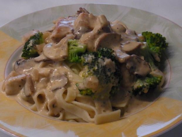 Puten-Sahne-Champions-Geschnetzeltes mit Broccoli und Bandnudeln - Rezept - Bild Nr. 3