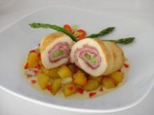 Hühnerröllchen mit Spargel-Schinken-Füllung an Paprika-Bratkartoffeln - Rezept