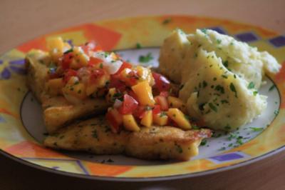 Viktoriabarsch in Eihülle und Mango-Tomatensalsa - Rezept
