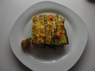 Spargelauflauf mit Spinat, Tomaten und Lachs - Rezept