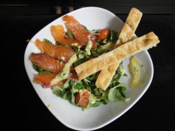 Gebeizter Lachs auf Feldsalat, Postelein und Rucola mit angebratenen Cherrytomaten - Rezept