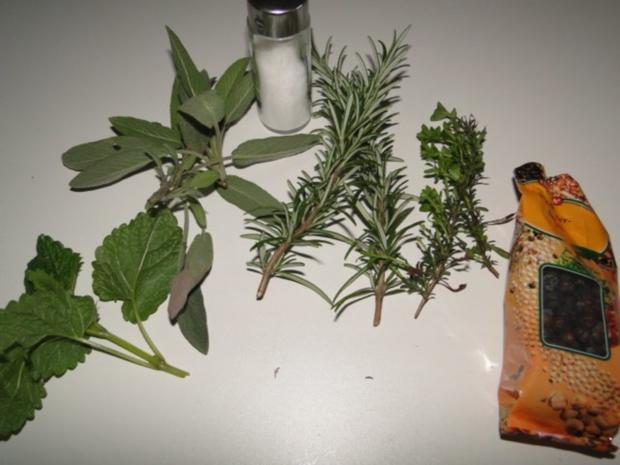 Hasenkeulen mit Brokkoliröschen und Wacholder-Weinsauce - Rezept - Bild Nr. 3