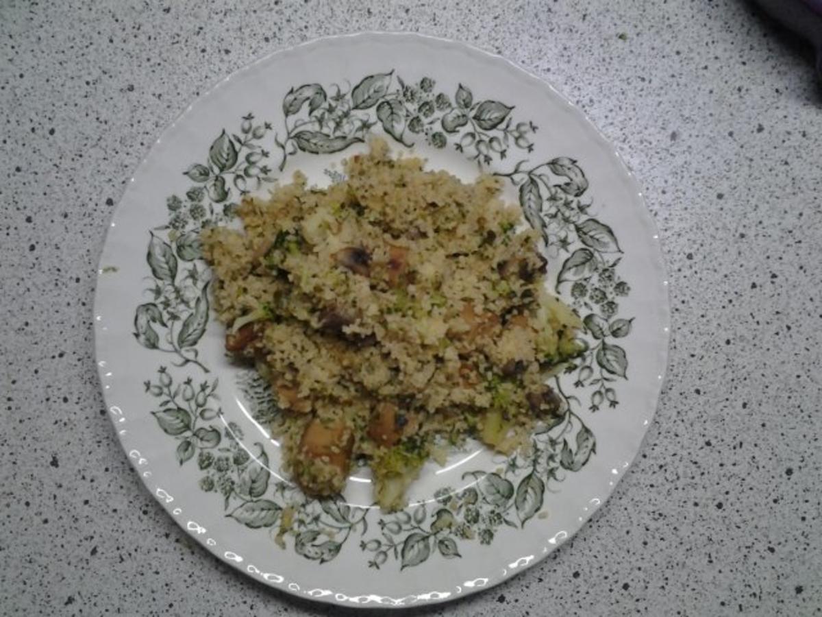 Couscous-Pfanne mit veganen Würstchen - Rezept Durch MissAnnu