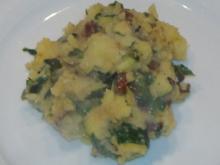 Grober Kartoffelstampf mit Zucchini,Bärlauch und getrockneten Tomaten - Rezept