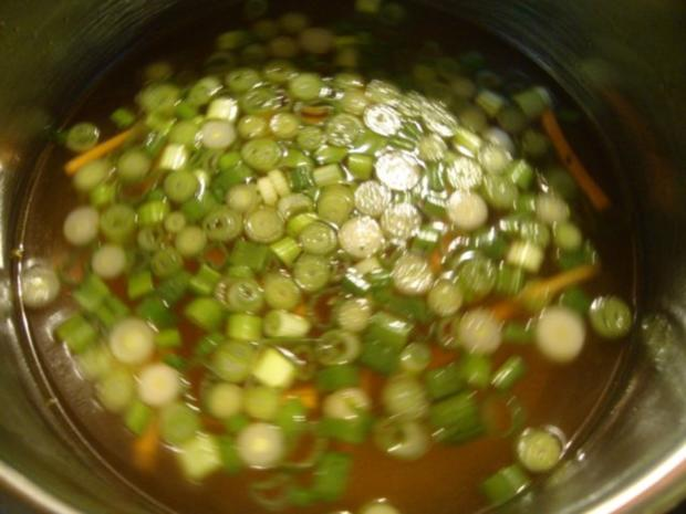 """Thailändische """"Pho-Suppe"""" mit Tofu und Pepp - Rezept - Bild Nr. 8"""