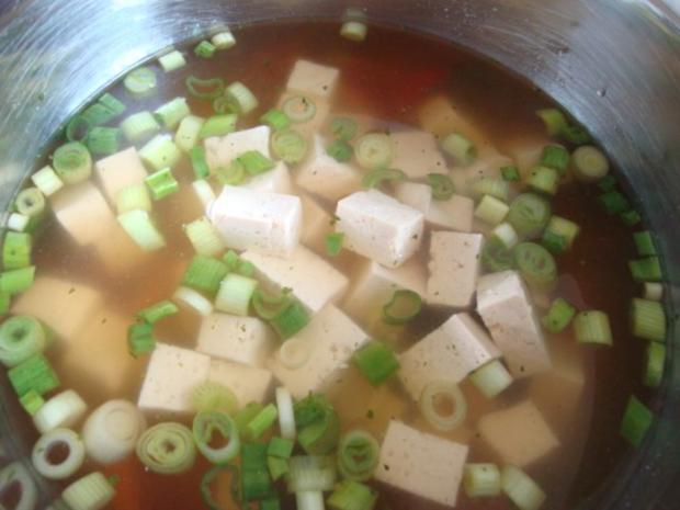 """Thailändische """"Pho-Suppe"""" mit Tofu und Pepp - Rezept - Bild Nr. 10"""