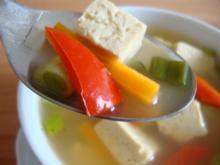 """Thailändische """"Pho-Suppe"""" mit Tofu und Pepp - Rezept"""