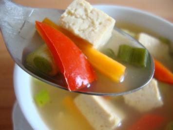 """Rezept: Thailändische """"Pho-Suppe"""" mit Tofu und Pepp"""