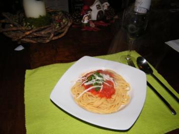 Spaghetti mit Tomaten-Orangen-Vanille-Sauce - Rezept