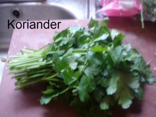 Korianderbuletten mit Sellerie-Kartoffelstampf und grünen Bohnen - Rezept - Bild Nr. 3