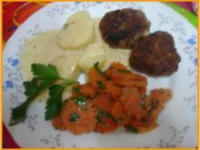 Buletten mit Petersilie-Möhrenblüten, Kartoffeln und Sauce - Rezept