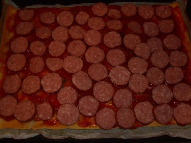 Cabanossi Pizza mit Käsefondue - Rezept - Bild Nr. 3