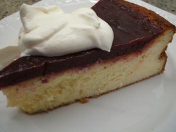Rezept: Backen: Quarkkuchen ohne Boden mit Pflaumen bedeckt