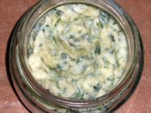 Rucola Butter mit Pinienkernen - Rezept
